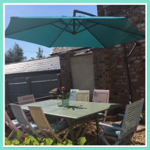 paint garden furniture - parasol
